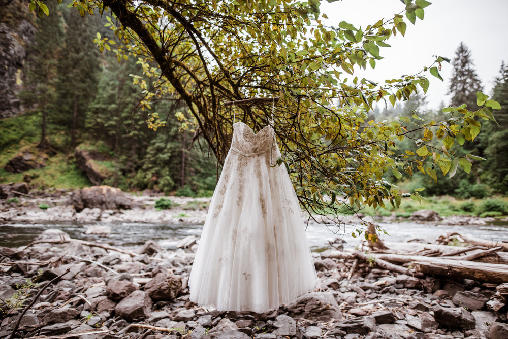 Our Brilliant Bride Jordan | Snoqualmie Falls Elopement. Desktop Image